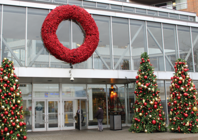 Oversize-Christmas-Decor-Wreath-and-Trees